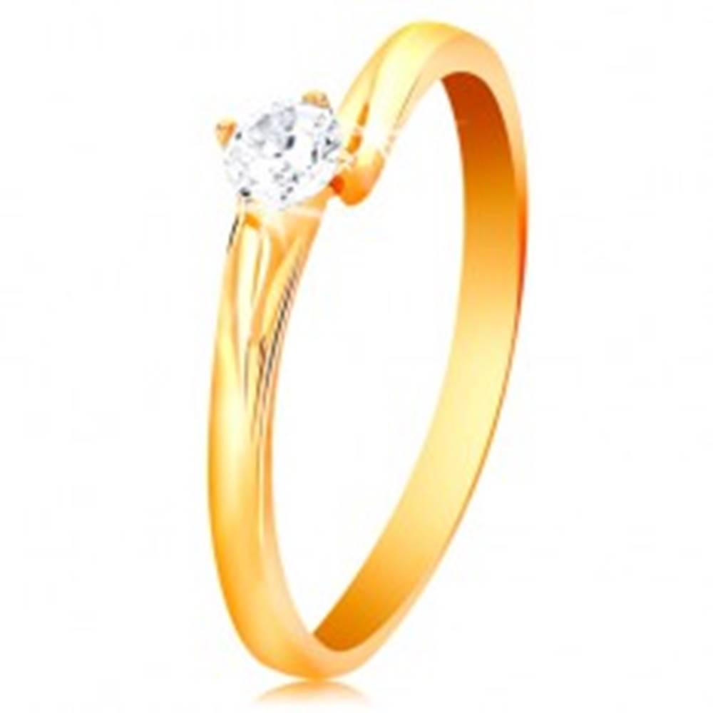 Šperky eshop Prsteň zo žltého 14K zlata - ligotavý zirkón čírej farby v lesklom kotlíku - Veľkosť: 49 mm