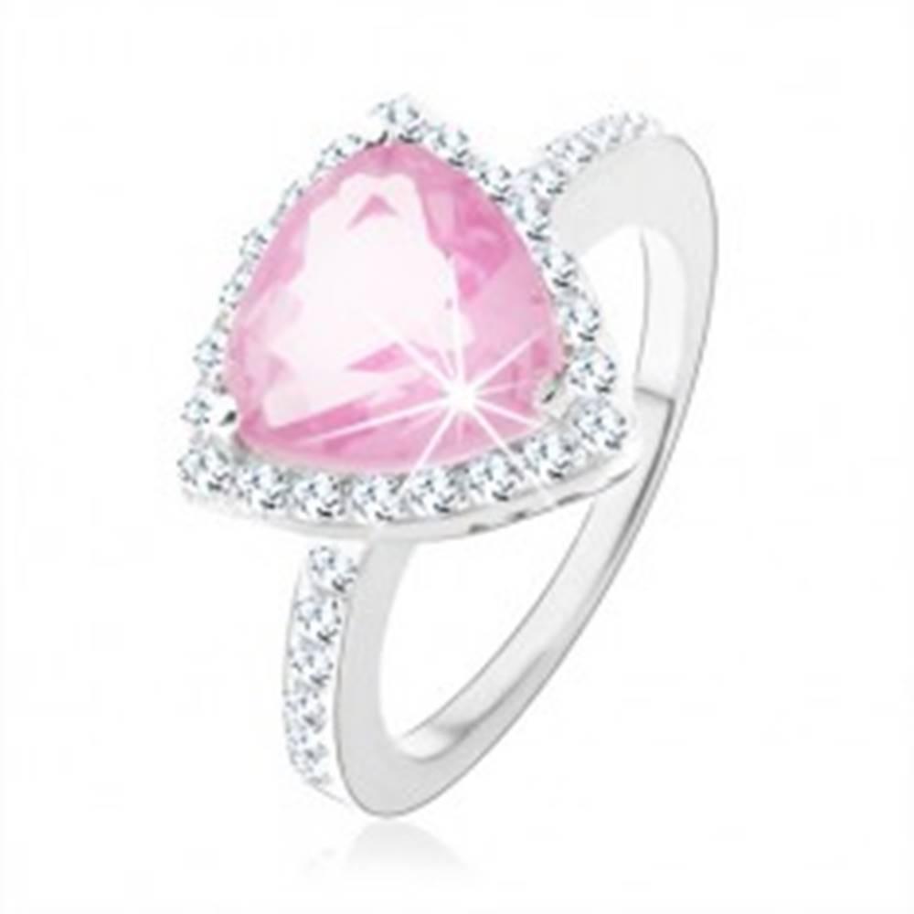 Šperky eshop Strieborný 925 prsteň, trojuholníkový ružový zirkón, ligotavý číry lem - Veľkosť: 47 mm