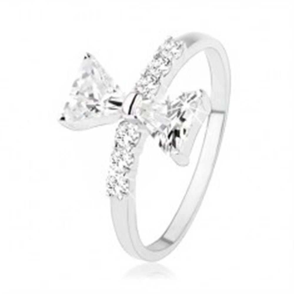Šperky eshop Strieborný prsteň 925, mašľa zo zirkónov, drobné zirkóny na ramenách - Veľkosť: 49 mm
