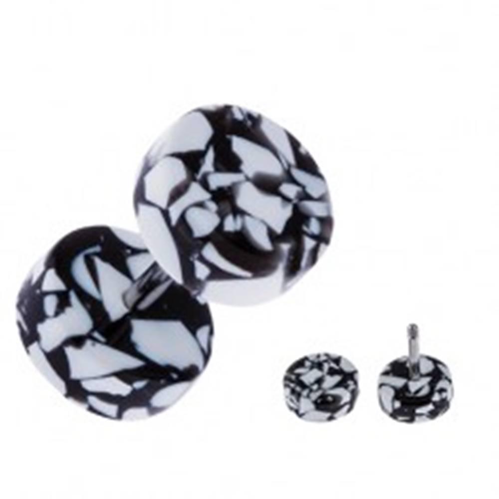 Šperky eshop Akrylový fake plug do ucha - kolieska bielo-čiernej farby