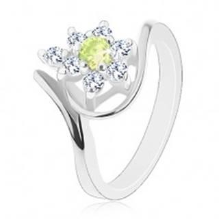 Lesklý prsteň striebornej farby, zirkónový kvietok so žltozeleným stredom - Veľkosť: 49 mm