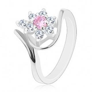 Lesklý prsteň v striebornom odtieni, zahnuté ramená, ružovo-číry kvietok - Veľkosť: 49 mm