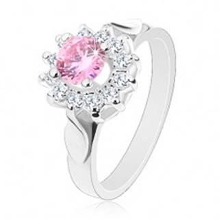 Prsteň v striebornom odtieni, ružovo-číry zirkónový kvet, lesklé lístky - Veľkosť: 49 mm