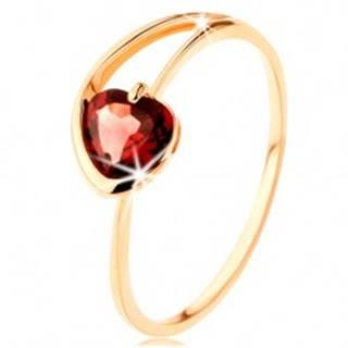 Prsteň zo žltého 14K zlata - červené granátové srdiečko, asymetrické ramená - Veľkosť: 50 mm