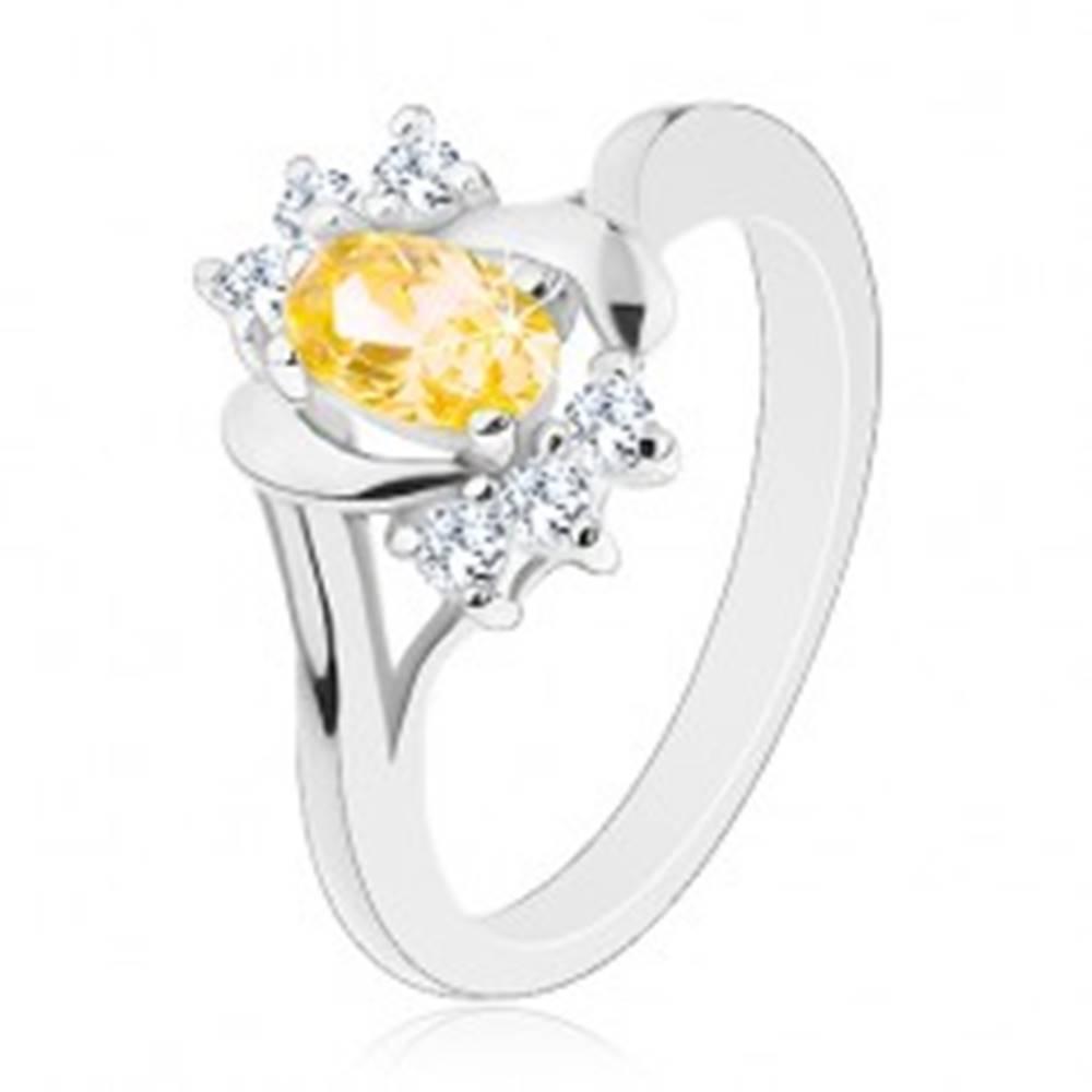Šperky eshop Lesklý prsteň so žltým oválnym zirkónom, strieborná farba, číre zirkóniky - Veľkosť: 50 mm