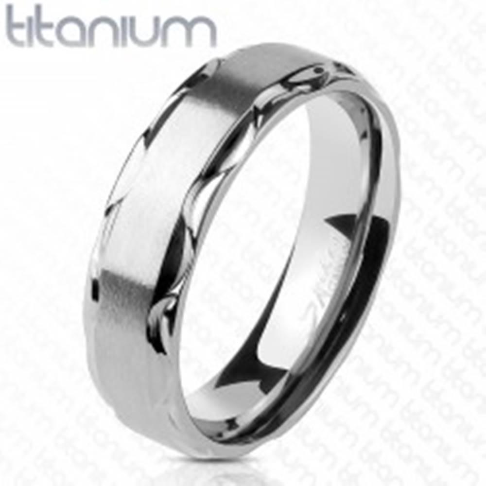Šperky eshop Obrúčka z titánu s matným stredom a lesklými vlnitými okrajmi, 6 mm - Veľkosť: 49 mm