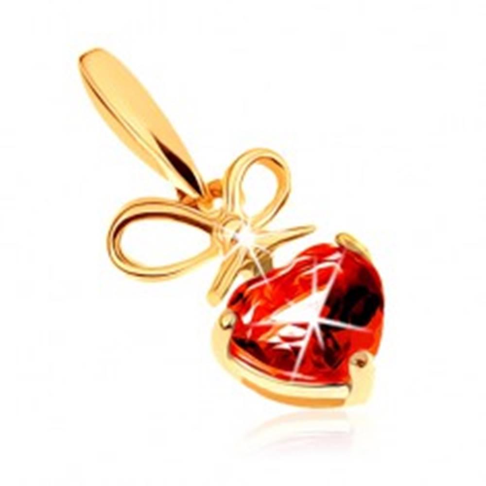 Šperky eshop Prívesok v žltom 9K zlate - červené granátové srdiečko s uviazanou mašľou