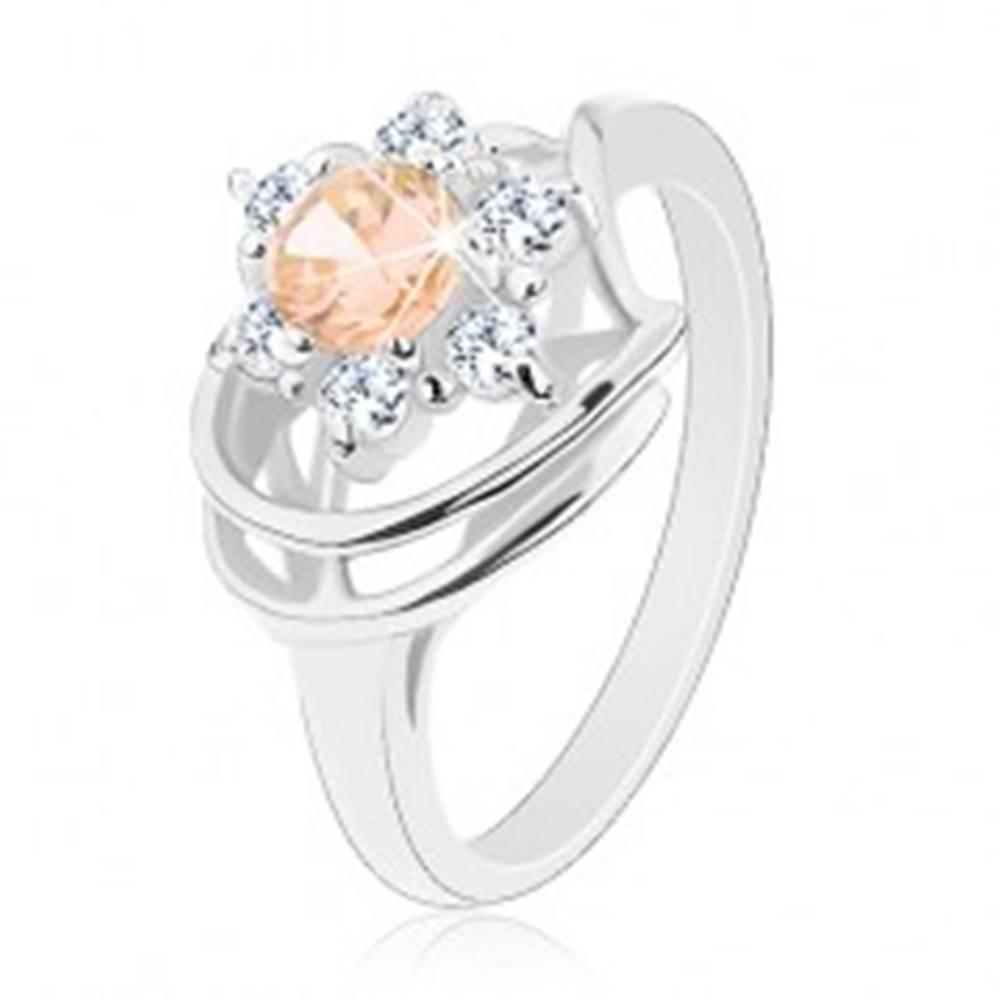 Šperky eshop Prsteň s lesklými ramenami, zirkónový kvet v čírej a svetlooranžovej farbe - Veľkosť: 50 mm