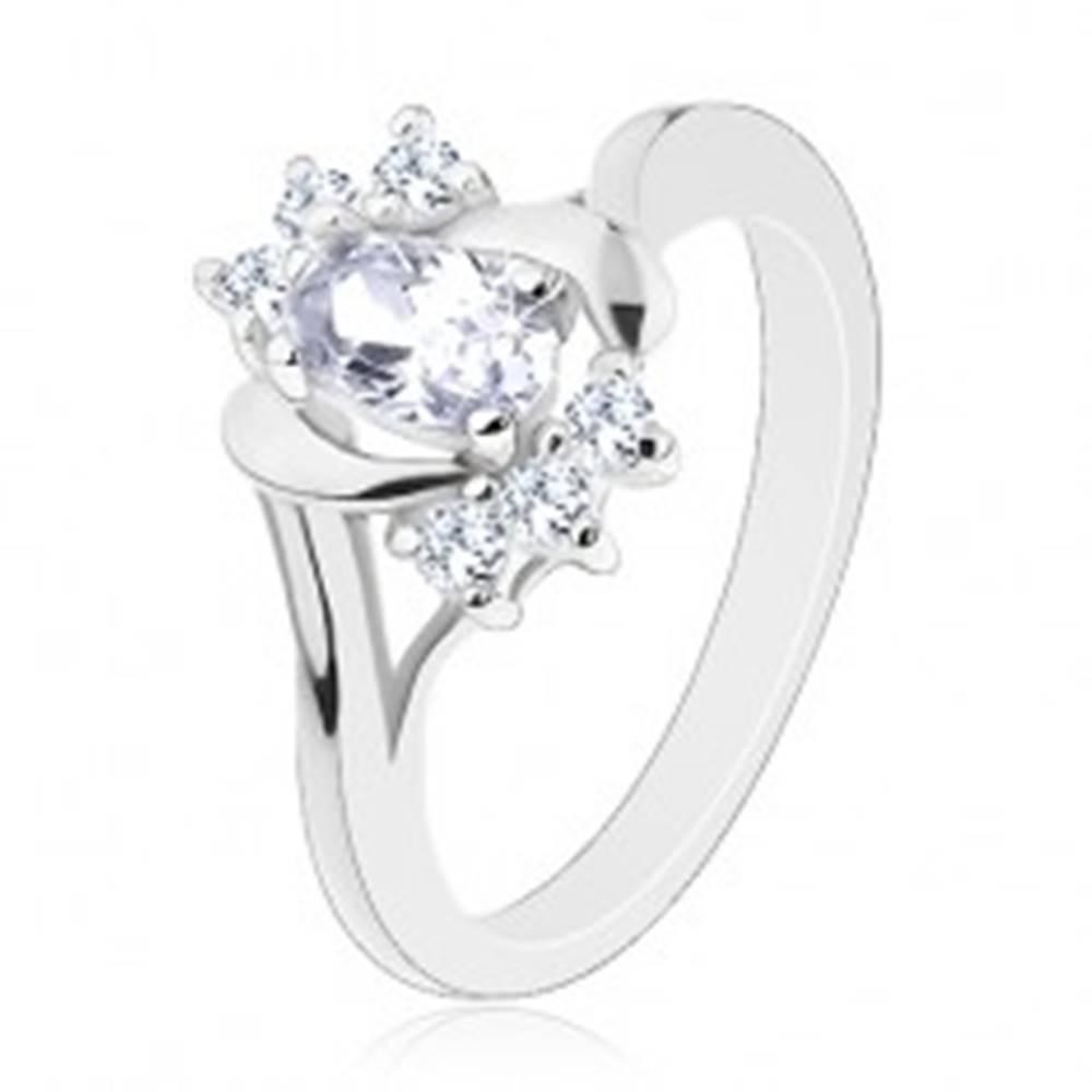 Šperky eshop Prsteň s rozdelenými ramenami, oválny číry zirkón, okrúhle zirkóniky, lesklé oblúky - Veľkosť: 50 mm