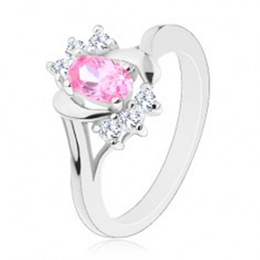 Šperky eshop Prsteň striebornej farby, veľký ružový ovál, hladké a zirkónové oblúky - Veľkosť: 50 mm