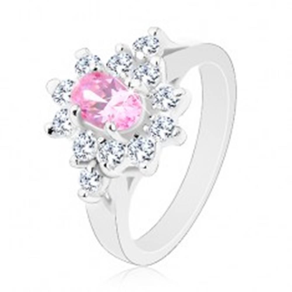 Šperky eshop Prsteň v striebornej farbe, brúsený ovál v ružovom odtieni s čírym lemom - Veľkosť: 48 mm