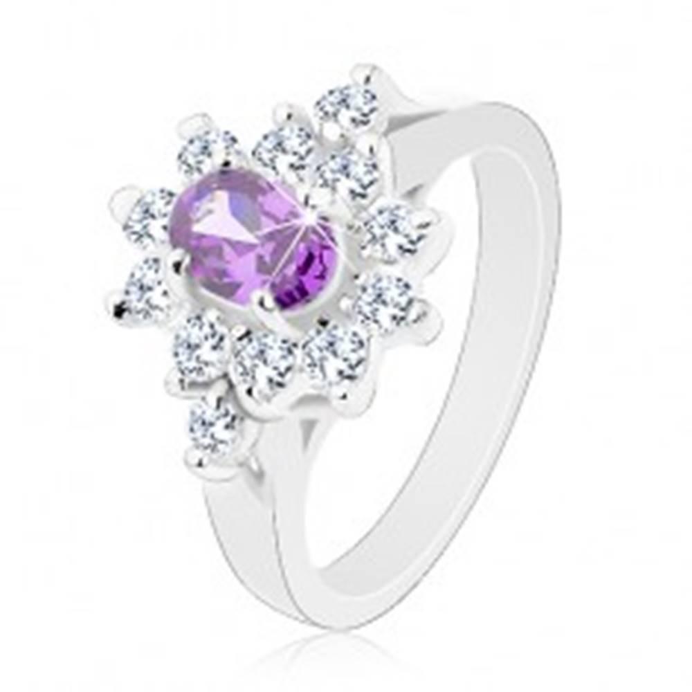 Šperky eshop Prsteň v striebornom odtieni, fialový oválny zirkón s čírou obrubou - Veľkosť: 49 mm