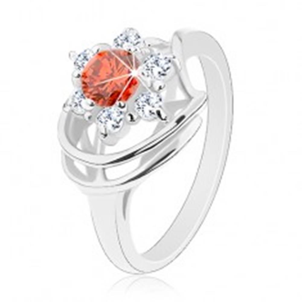 Šperky eshop Prsteň v striebornom odtieni, okrúhly tmavooranžový zirkón, číre zirkóniky - Veľkosť: 49 mm