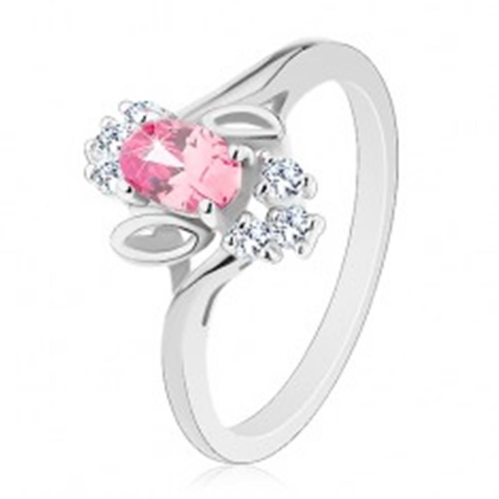 Šperky eshop Prsteň v striebornom odtieni, ružový brúsený ovál, lístočky, číre zirkóny - Veľkosť: 54 mm