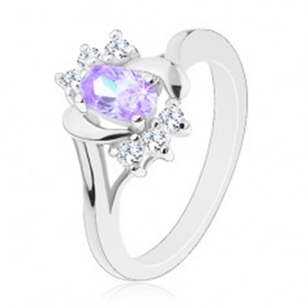Šperky eshop Prsteň v striebornom odtieni, svetlofialový ovál, lesklé oblúčiky, číre zirkóniky - Veľkosť: 50 mm