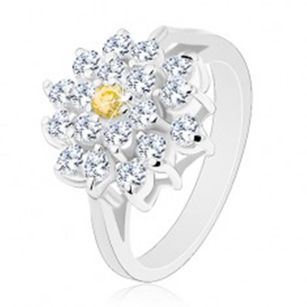 Šperky eshop Prsteň v striebornom odtieni, veľký zirkónový kvet čírej farby, žltý stred - Veľkosť: 49 mm