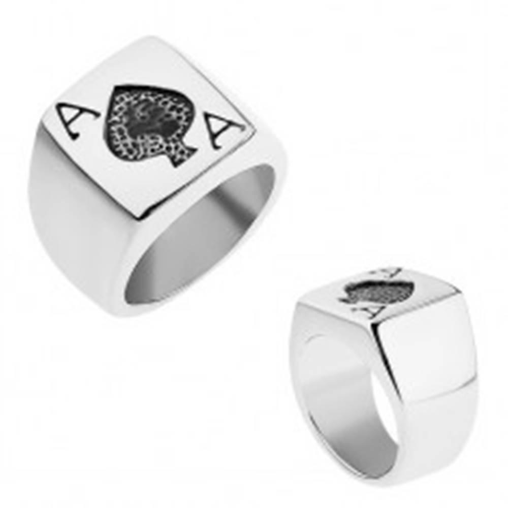 Šperky eshop Prsteň z ocele 316L striebornej farby, patinované pikové eso - Veľkosť: 55 mm