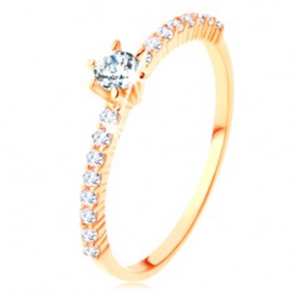 Šperky eshop Prsteň zo žltého 14K zlata - číre zirkónové línie, vystupujúci okrúhly zirkón - Veľkosť: 50 mm