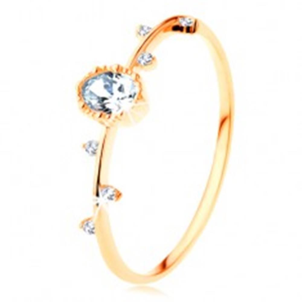 Šperky eshop Prsteň zo žltého 14K zlata - číry ovál s vrúbkovaným okrajom, drobné zirkóniky - Veľkosť: 49 mm