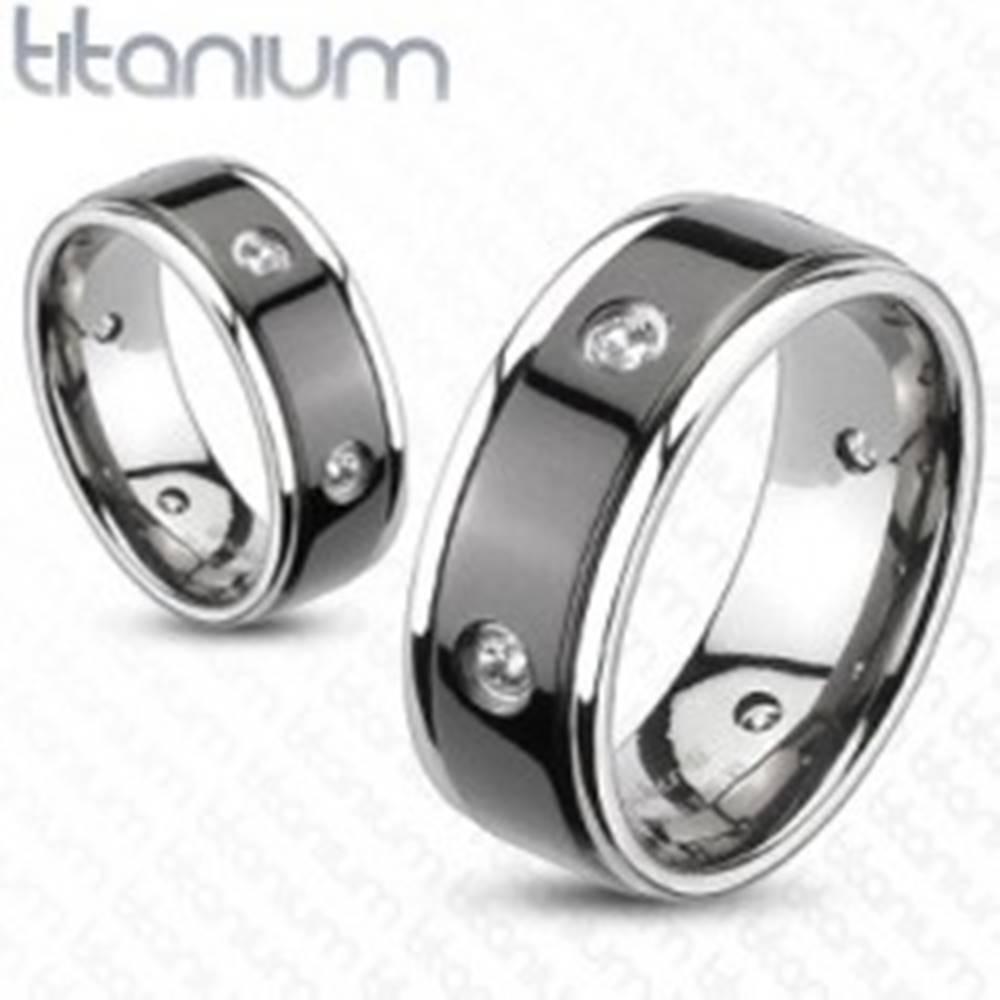 Šperky eshop Titánový prsteň - čierny pás, vsadené zirkóny - Veľkosť: 49 mm