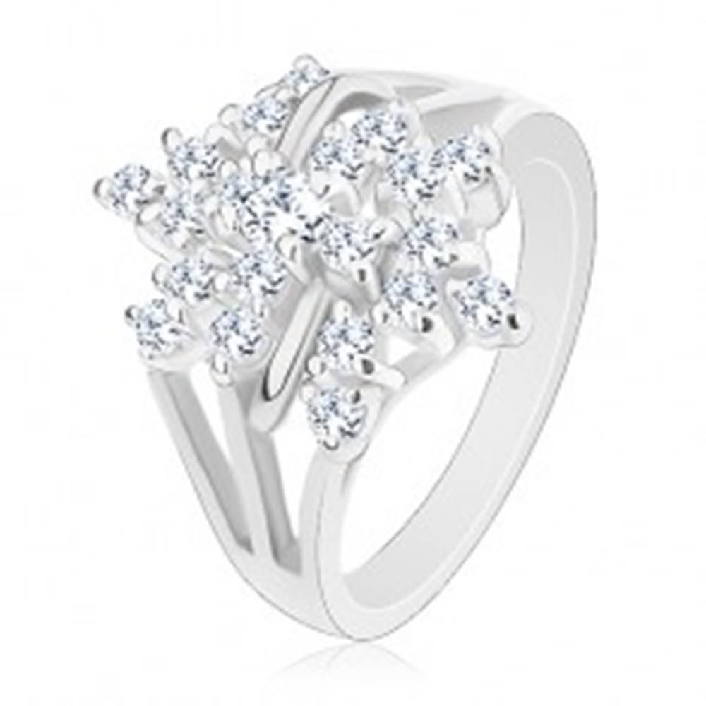 Šperky eshop Trblietavý prsteň, strieborná farba, číry zirkónový kvet, rozvetvené ramená - Veľkosť: 48 mm
