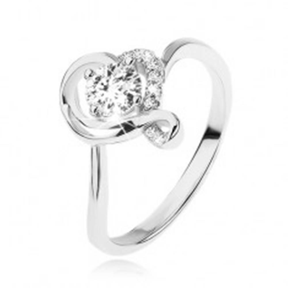 Šperky eshop Zásnubný prsteň zo striebra 925, okrúhly číry zirkón v obryse zvlneného srdca - Veľkosť: 49 mm