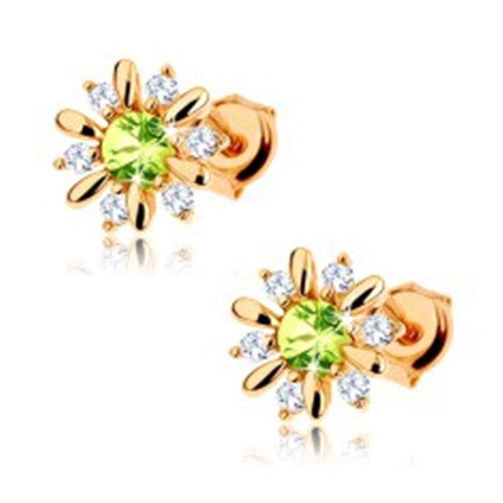 Šperky eshop Zlaté náušnice 375 - kvietok zdobený svetlozeleným olivínom a čírymi zirkónikmi