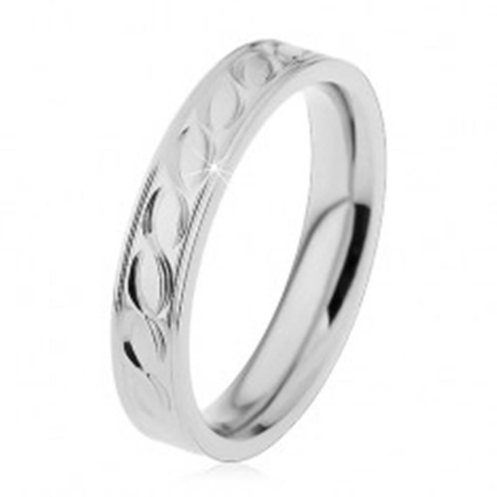 Šperky eshop Oceľová obrúčka v striebornom odtieni, gravírovaný motív vlniek, 4 mm - Veľkosť: 49 mm