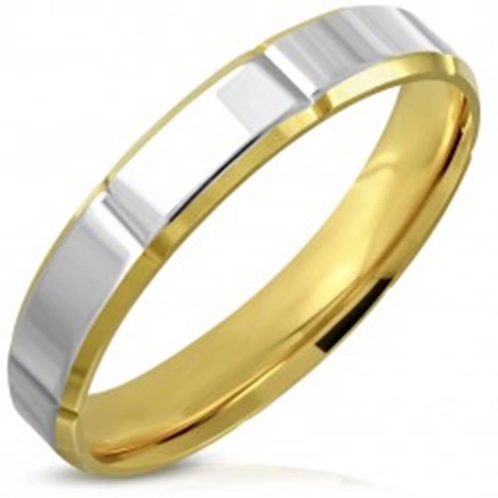 Šperky eshop Obrúčka z chirurgickej ocele - dvojfarebný povrch, skosené hrany, zárezy, 4 mm - Veľkosť: 49 mm