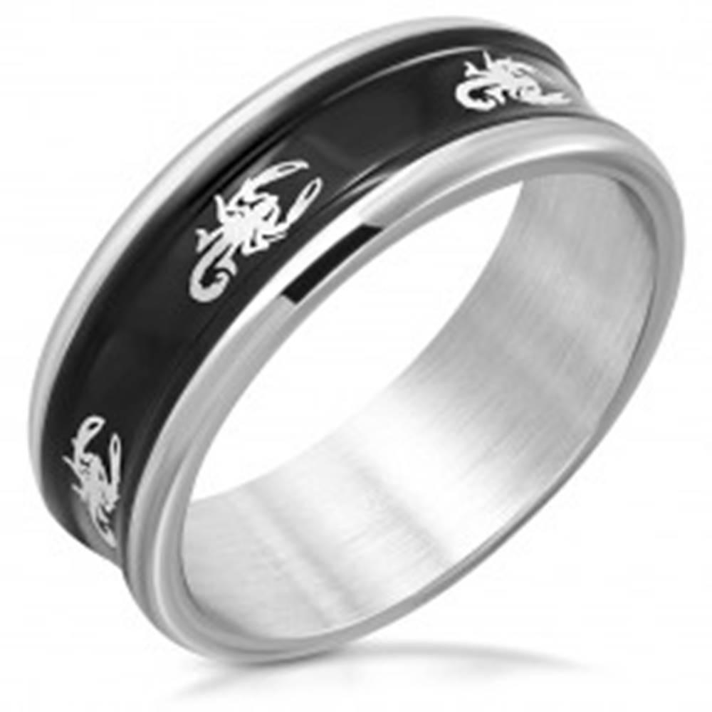 Šperky eshop Oceľová obrúčka s jemne vyvýšenými hranami - čierny pás, škorpióny, 8 mm - Veľkosť: 53 mm