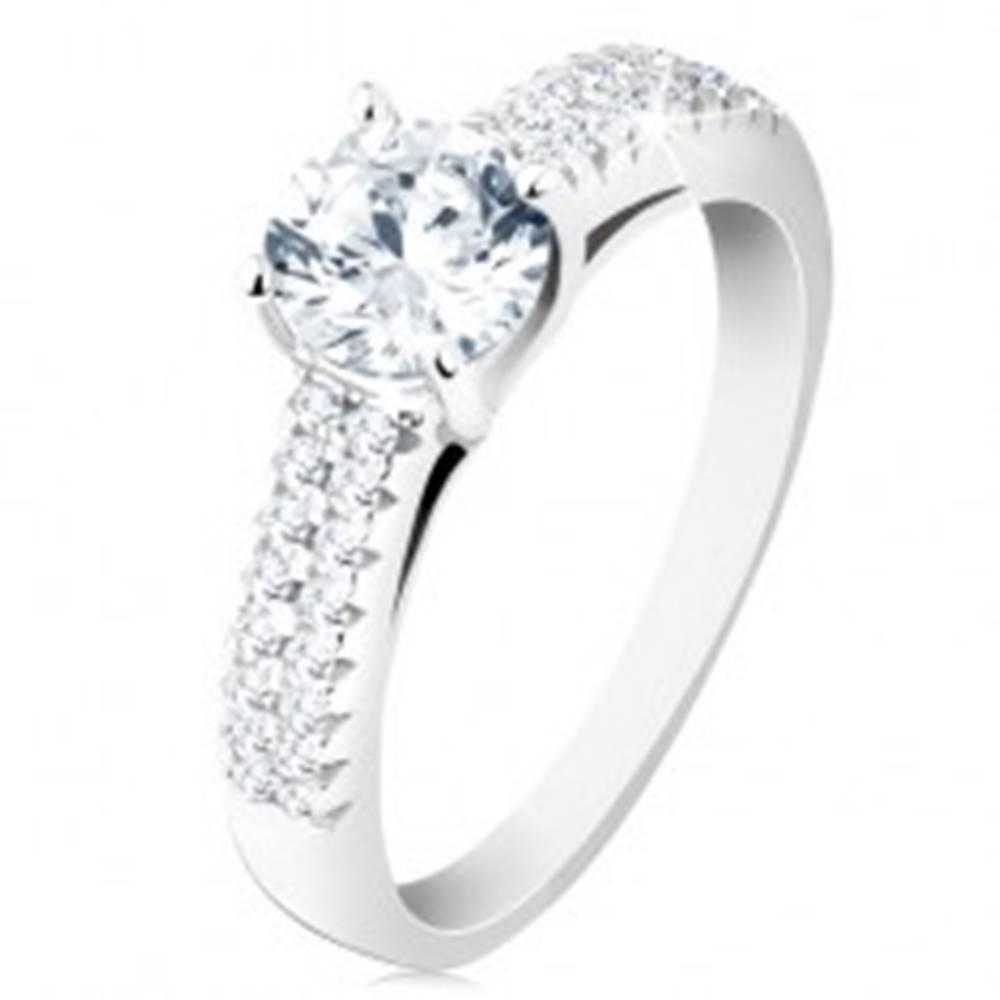 Šperky eshop Strieborný prsteň 925 - zásnubný, číry okrúhly zirkón, zdobené ramená - Veľkosť: 48 mm