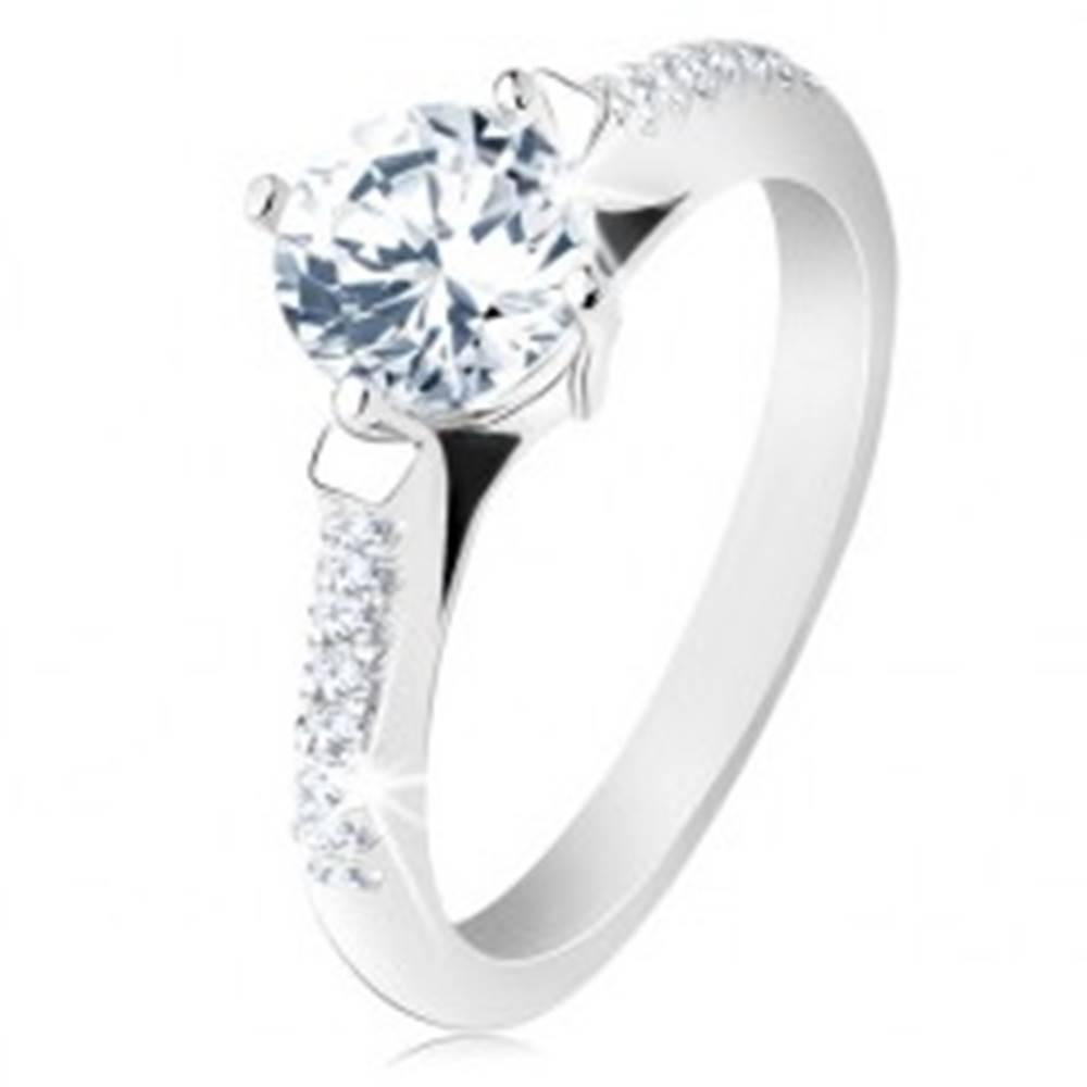 Šperky eshop Zásnubný prsteň, striebro 925, zdobené ramená, okrúhly priehľadný zirkón - Veľkosť: 48 mm