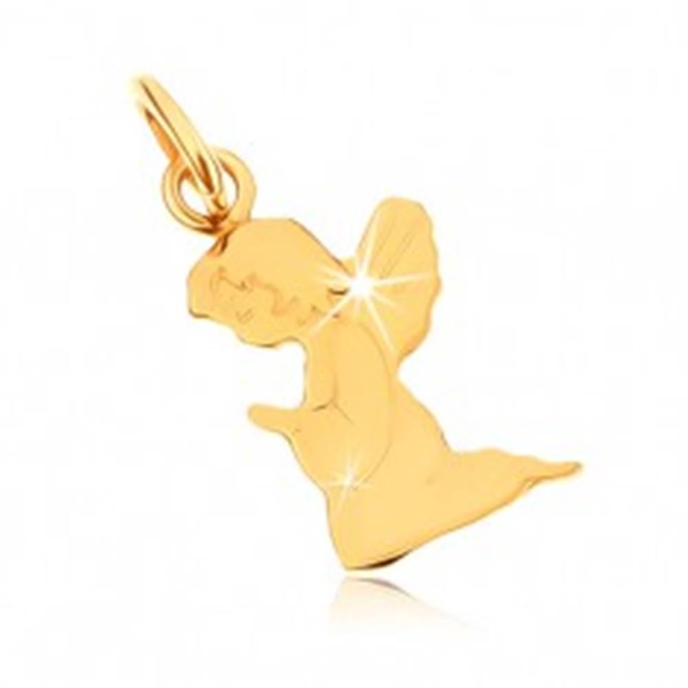 Šperky eshop Prívesok v žltom 9K zlate - gravírovaný modliaci sa anjelik, zrkadlový lesk