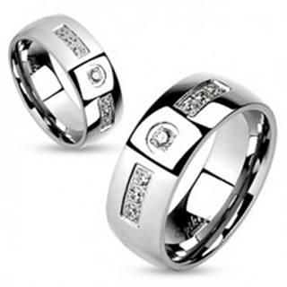 Oceľový prsteň, strieborná farba, lesklé hladké ramená, číre zirkóniky - Veľkosť: 59 mm