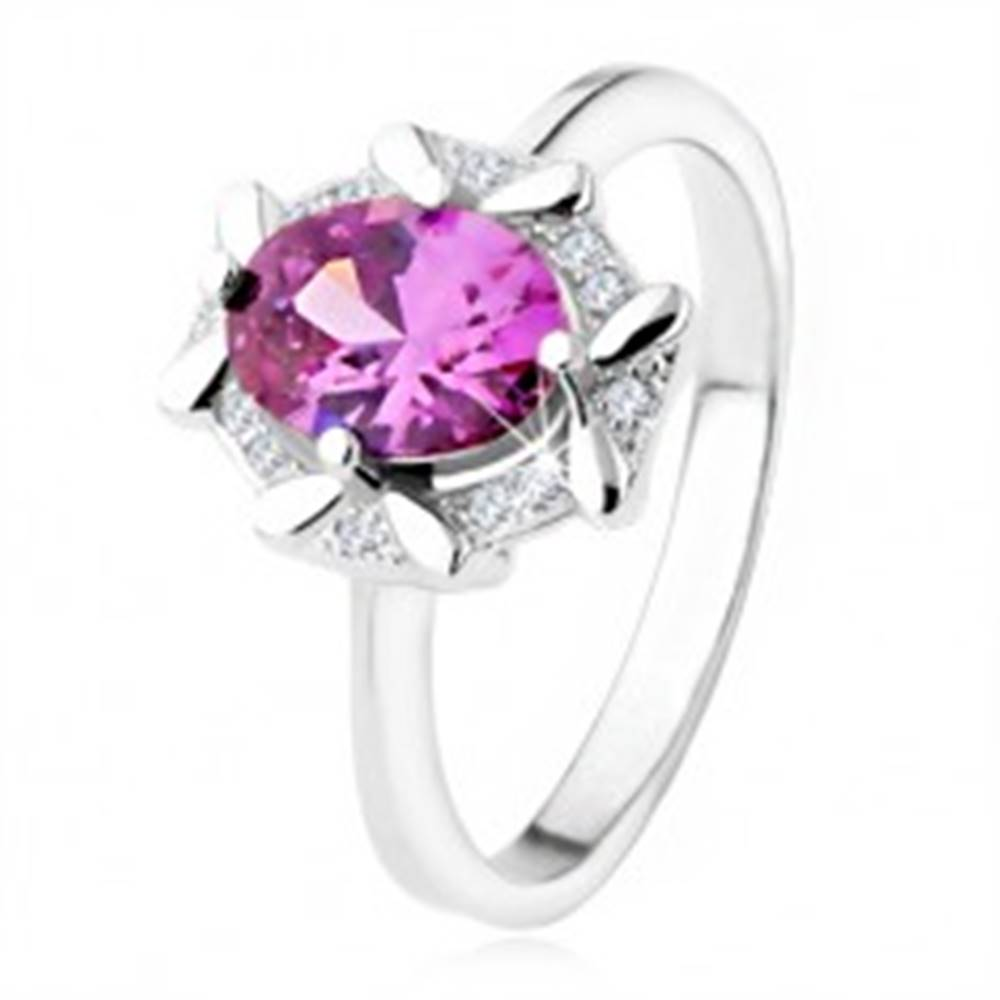 Šperky eshop Zásnubný prsteň zo striebra 925, oválny fialový kamienok, zirkónový lem - Veľkosť: 48 mm