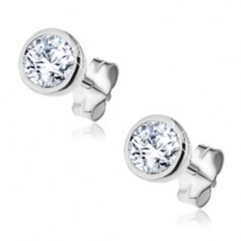 Šperky eshop Strieborné puzetové náušnice 925 - trblietavý zirkónik v okrúhlej objímke, 5 mm