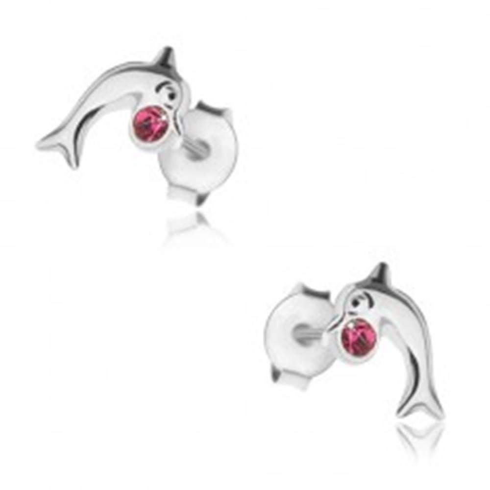 Šperky eshop Puzetové náušnice, striebro 925, lesklý skáčuci delfín, krištálik fuksiovej farby