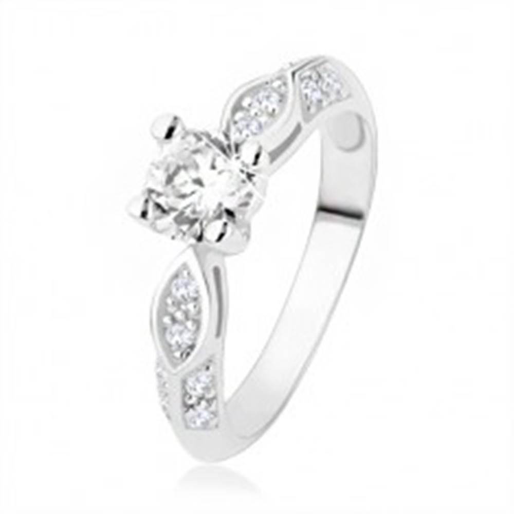 Šperky eshop Strieborný prsteň 925, zásnubný, číre zirkóny, lesklý ovál, vypuklá línia - Veľkosť: 48 mm