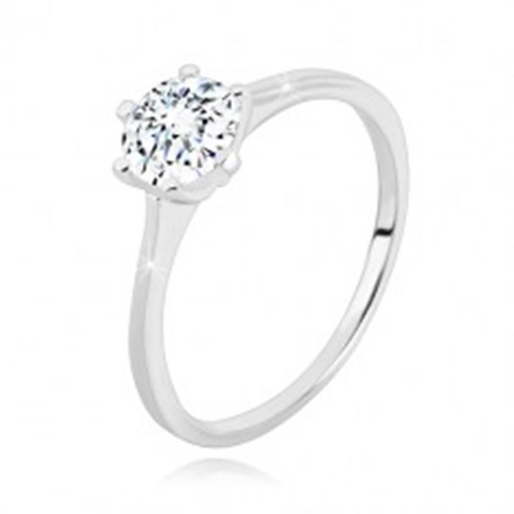 Šperky eshop Strieborný 925 prsteň - úzke ramená, okrúhly ligotavý zirkón v kotlíku - Veľkosť: 49 mm