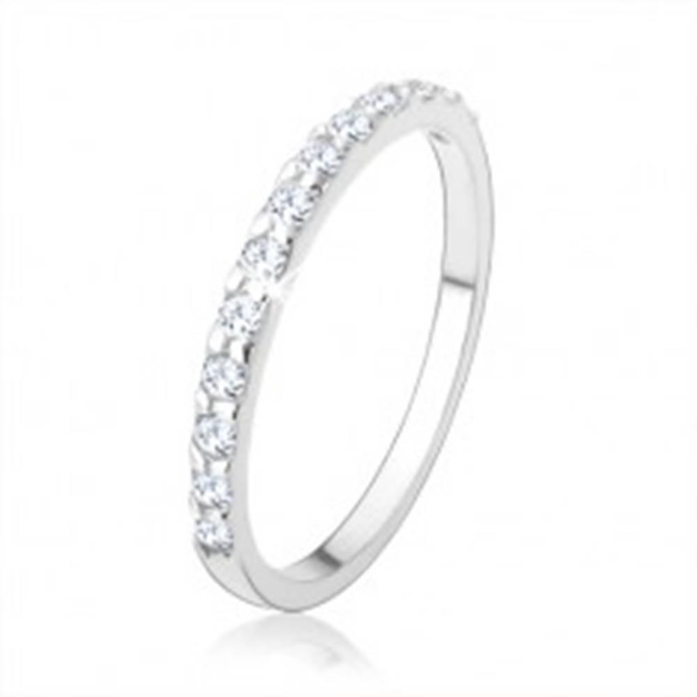 Šperky eshop Strieborný prsteň 925, ligotavá zirkónová línia čírej farby, hladké ramená - Veľkosť: 48 mm