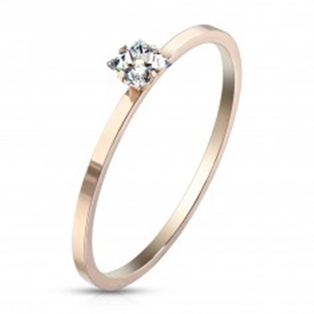 Šperky eshop Zásnubný prsteň z ocele medenej farby - číry zirkón v tvare štvorca, lesklý povrch - Veľkosť: 49 mm