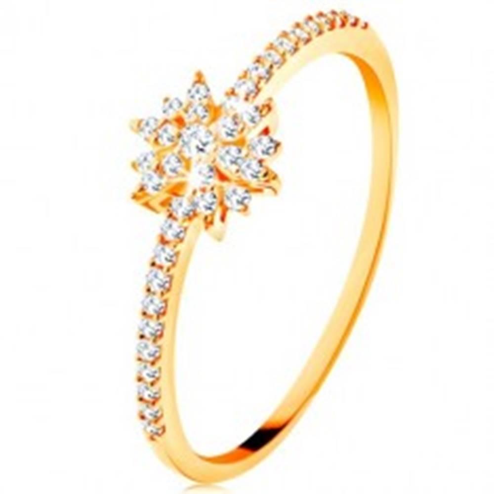Šperky eshop Prsteň zo žltého 9K zlata - žiarivý kvet z čírych zirkónov, trblietavé ramená - Veľkosť: 49 mm
