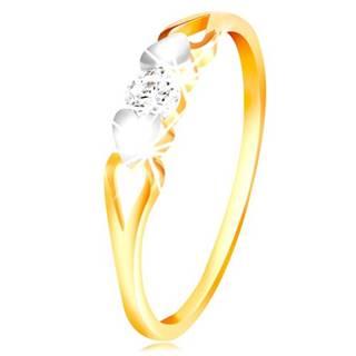 Zlatý prsteň 585 - srdiečka z bieleho zlata, výrezy a číry zirkón uprostred - Veľkosť: 49 mm