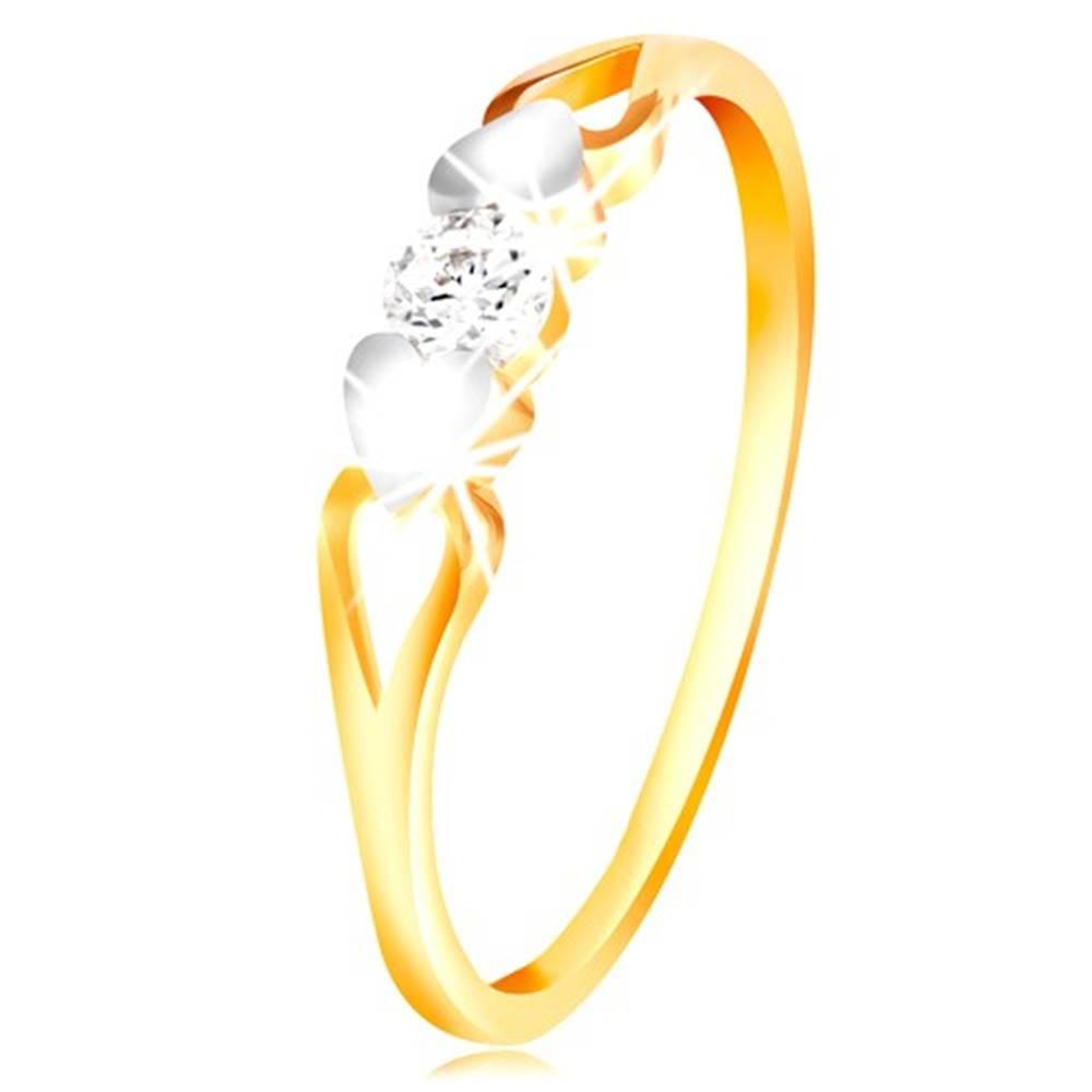Šperky eshop Zlatý prsteň 585 - srdiečka z bieleho zlata, výrezy a číry zirkón uprostred - Veľkosť: 49 mm