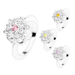 Žiarivý prsteň s lesklými ramenami, brúsené farebné zirkóny, kontúra kvetu - Veľkosť: 49 mm, Farba: Svetlofialová