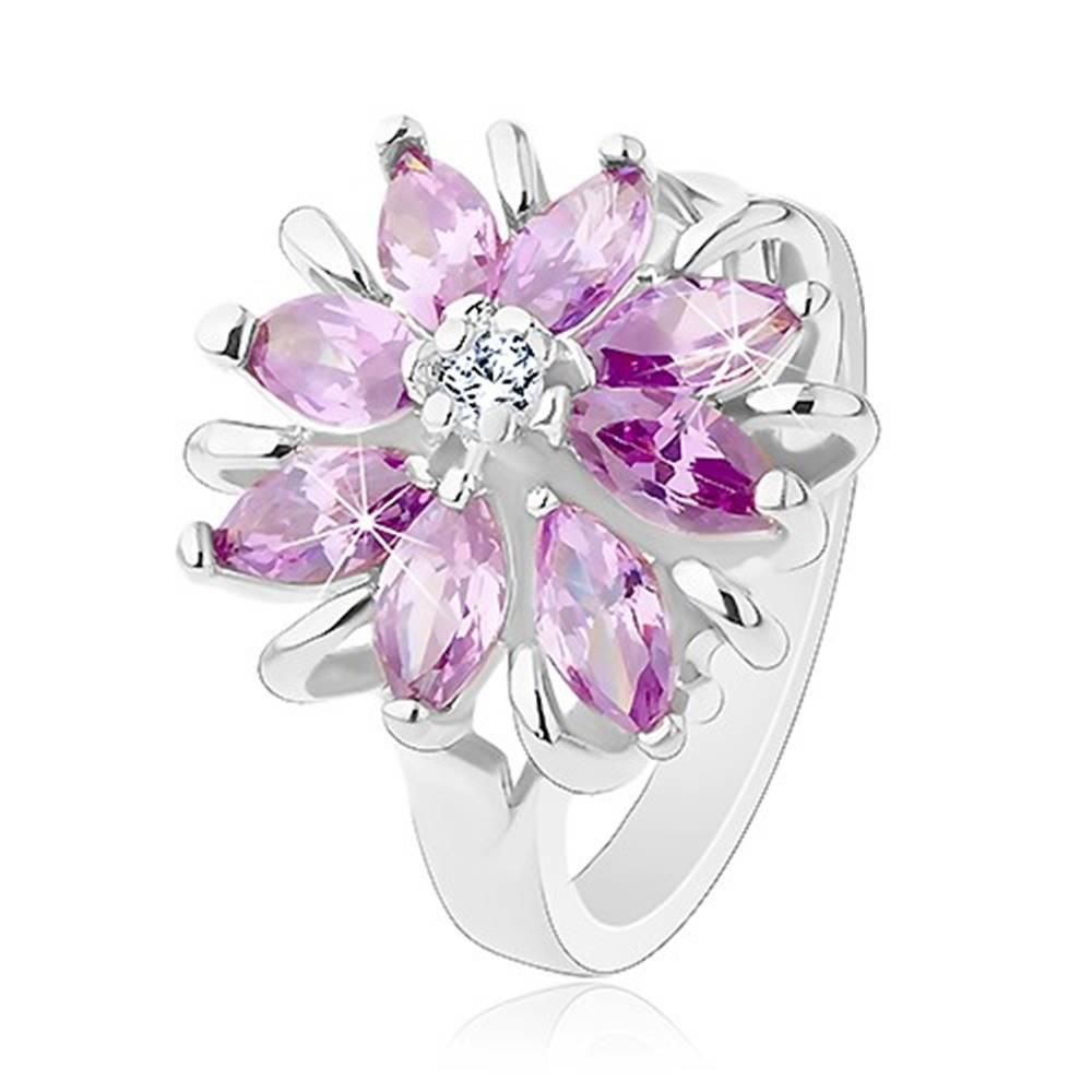Šperky eshop Lesklý prsteň, strieborný odtieň, ligotavý kvet z farebných zrniečkových zirkónov - Veľkosť: 49 mm, Farba: Ružová