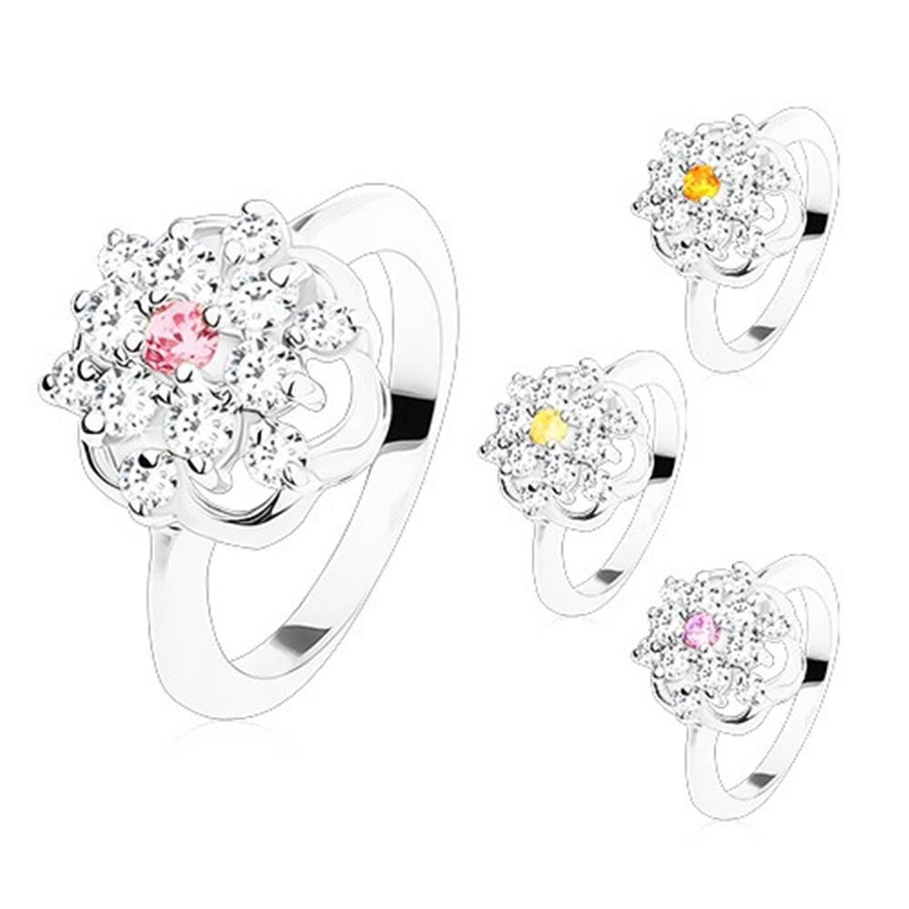 Šperky eshop Žiarivý prsteň s lesklými ramenami, brúsené farebné zirkóny, kontúra kvetu - Veľkosť: 49 mm, Farba: Svetlofialová
