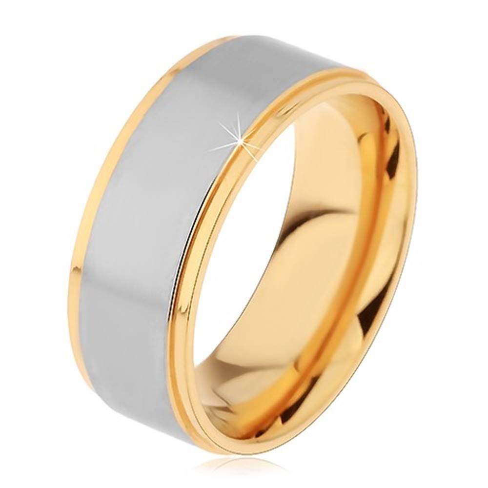 Šperky eshop Dvojfarebný prsteň z chirurgickej ocele, vyvýšený matný pás striebornej farby - Veľkosť: 49 mm