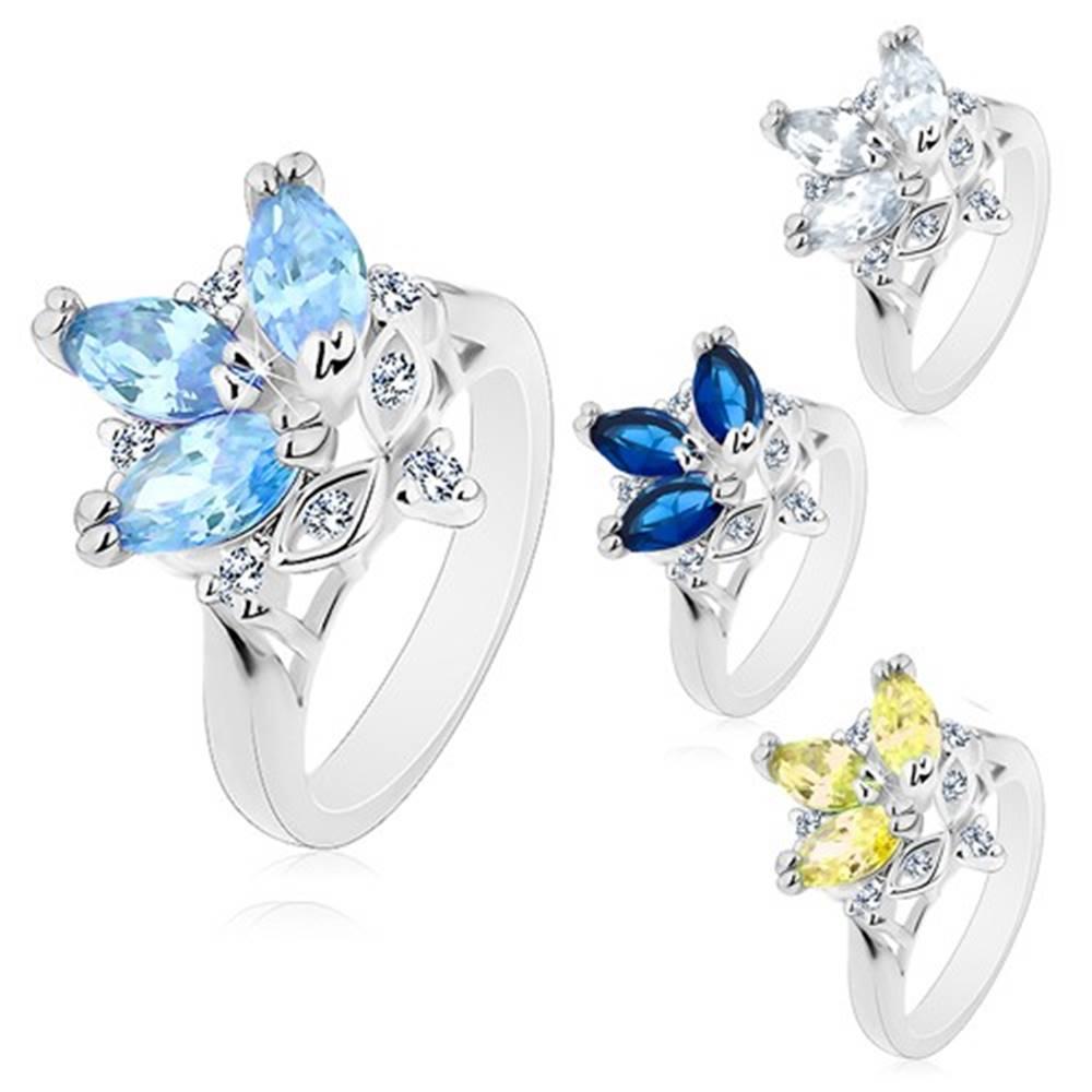 Šperky eshop Prsteň s lesklými zúženými ramenami, farebné brúsené zrnká, číre zirkóny - Veľkosť: 49 mm, Farba: Modrá