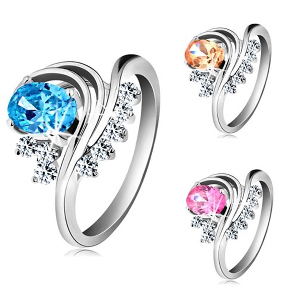 Šperky eshop Prsteň striebornej farby, zahnuté línie, farebný oválny zirkón a číre zirkóniky - Veľkosť: 48 mm, Farba: Ružová